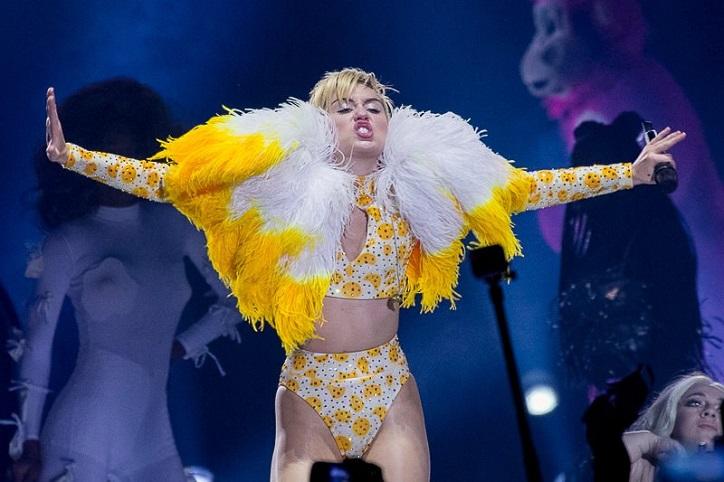 Miley Cyrus, Hannah Montana, Miley Cyrus Biography